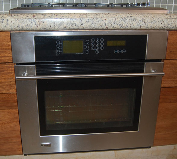 A 1050 w electric toaster operates