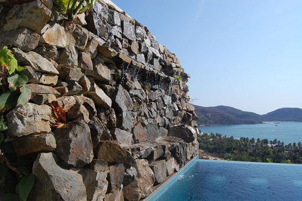 Infinity pool with cascade, Ensueño 10