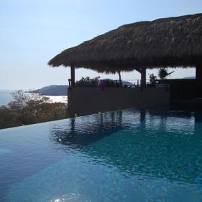 Infinity Pool with bar seating, Ensueño 10