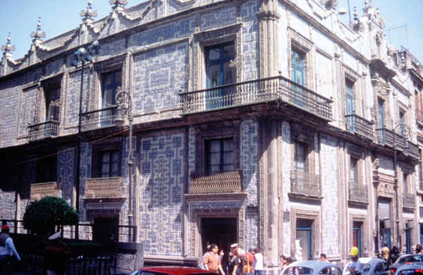 Mexico city casa de los azulejos or house of the tiles for Casa de azulejos
