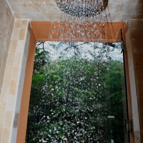 Oversize Shower head, Photo by Marc Pouliot