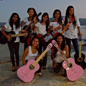 Ritmos de Brasil, Brazilian guitar teachers leave smiles and 100 new guitarists in Zihuatanejo