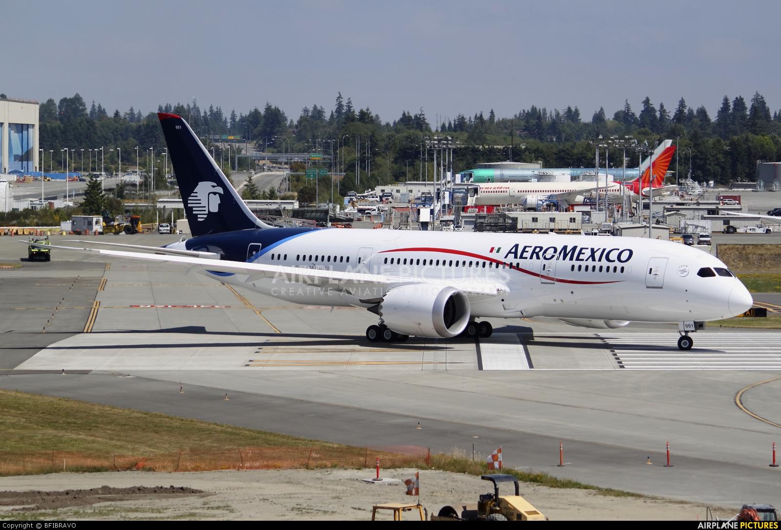 aeromexico dreamliner arrives